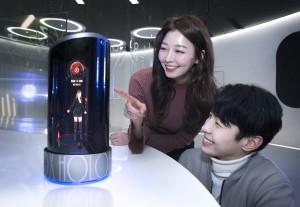 SK텔레콤이 프로젝션 홀로그램 인공지능 스피커 홀로박스를 모바일 월드 콩그레스 2018에서 선보인다.