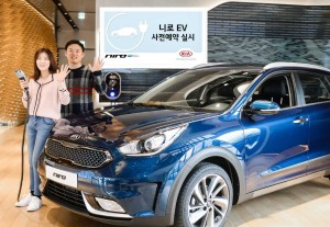 기아차가 친환경차 니로 EV 예약 판매를 개시한다.