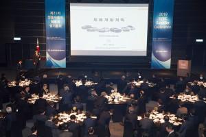 쌍용자동차 부품 협력사 콘퍼런스에 참석한 협력사 대표들이 쌍용자동차의 제품 개발 계획 발표를 경청하고 있다