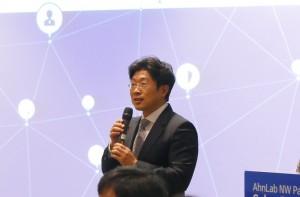 안랩 네트워크사업부를 총괄하는 고광수 상무의 강연 모습