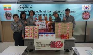 황경주 한국청소년연맹 사무총장(좌측 세번째), 김일환 띨라와학교 교사(우측 두번째) 외 일동