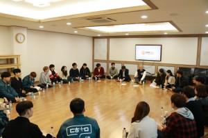 김기영 코리아텍 총장이 학생자치기구 학생들과 개최한 나우리사랑방 행사 현장