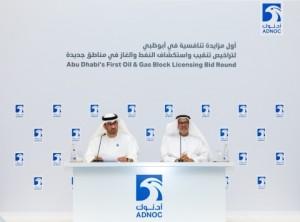 ADNOC그룹 최고경영자 술탄 아메드 알 자베르 박사가 기자회견장에서 아부다비의 여섯 개 구역에서 역사적인 석유 및 가스 라이선싱 기회를 부여한다고 발표했다
