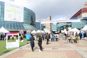 함께하는 사랑밭이 KBS 홀 광장에서 봄맞이 나눔 행사를 열었다