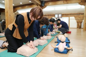 자원봉사자 및 종무원을 대상으로 AED사용법 및 심폐소생술 교육