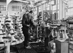 1960년대 엔진 조립 라인
