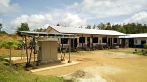 인도네시아 칼리만탄 서부에 프로젝트의 일환으로 설치된 전력 공급소