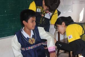 캄보디아 씨엠레아프지역에서 봉사활동을 하고 있는 동명대 학생