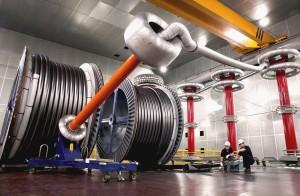 LS전선 직원들이 500kV HVDC 케이블 제품의 성능을 테스트하고 있다