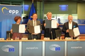 글로벌 물류효율화 연합, 중소기업국제네트워크, 독일중소기업협회, 이탈리아 중소기업연합이 140조달러에 달하는 B2B 시장을 디지털화하는 디지털 경제 플랫폼을 배치하기 위해 유럽연합의회에서 전략적 협약을 이행했다