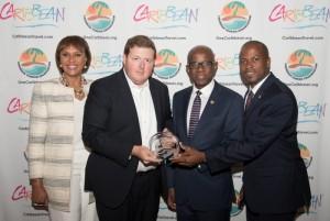 좌측부터 조이 지브릴루(Joy Jibrilu) 바하마 관광항공부 국장, 알렉산더 브리텔(Alexander Britell) Caribbean Journal 편집장, 휴 라일리(Hugh Riley) CTO 사무총장, 자말 모스(Jamal Moss) 바하마 상원의원