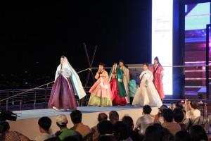 '제4회 서울스토리패션쇼'가 8월 18일 반포 세빛섬 예빛무대에서 열린다.