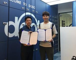 크리스피 박기훈 본부장과 KCAI 서광민 이사가 MOU를 체결하고 있다