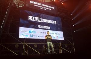 러프체인의 공동창업자인 징 티안웨이(Jing Tianwei)이 블록체인 기술이 어떻게 IoT를 혁신시키고 있는지에 대해 발표하고 있다