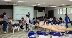 북한이탈 청소년 하나둘캠프 참가 청소년들이 슈링클스프로그램을 하고 있다
