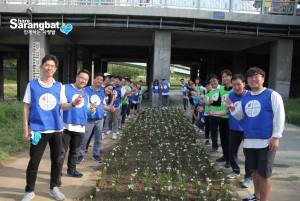 퍼킨엘머 임직원 40여명은 함께하는 사랑밭과 도림천 정화활동을 진행했다
