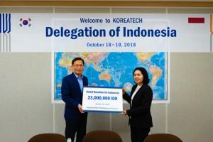 코리아텍이 인도네시아 연구기술고등교육부측에 지진 피해 구호성금을 전달했다