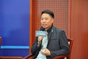 글로벌 리테일 로열티 시스템 RLS 기술 책임자 크리스 리가 발언하고 있다