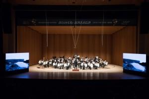 올키즈스트라 상위관악단이 연주를 하고 있다