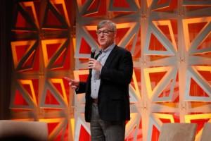 로크웰 오토메이션의 회장 겸 CEO 블레이크 모렛이 커넥티드 기업에 생명을 불어 넣고 제조 업체가 인력, 기계 및 데이터를 비즈니스 전반에 걸쳐 연결하여 인간의 가능성을 확장함으로써보다 효과적이고 생산적으로 될 수 있도록 돕겠다는 비전을 공유한다