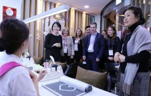暁星ITXの子会社型障害者標準事業所であるHAPPY DODREAMIが10月17日に訪韓したロシア社会福祉雇用支援部の公務員団を迎え、安定した体系的な障害者雇用事業所と運営システムを紹介した。幸福ドドリミーは暁星の趙顕俊(チョ・ヒョンジュン)会長の障害者雇用拡大に対する意志を基にして暁星ITXが2013年に設立した障害者標準事業所である。