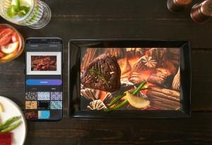 잇텐스의 바닥 디스플레이는 스마트폰 애플리케이션으로 변경 가능하다