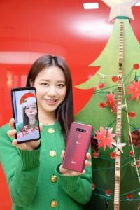 LG전자가 LG V40 ThinQ 전용 크리스마스 AR 스티커팩을 공개했다