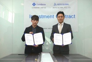 Investment contract ceremony between CoinBene and AISYS GLOBAL. Left: CoinBene CMO Daniel Lee. Right AISYS GLOBAL Founder Ted Min