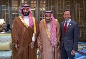 살만 빈 압둘아지즈(가운데), 모하메드 빈 살만 왕세자, 홍해개발회사 CEO 존 파가노