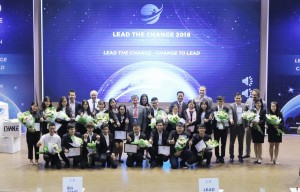 Lead the Change 2018의 우수 아이디어 5개의 팀원들과 심사위원