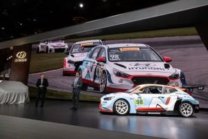 현대자동차가 2019 북미 국제 오토쇼에서 고성능 경주차 벨로스터 N TCR을 비롯, 양산차급인 엘란트라 GT N Line(국내명: i30 N Line)을 공개했다