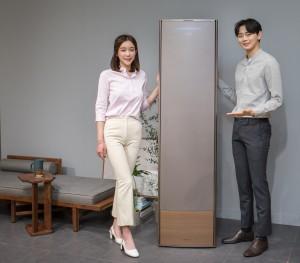 삼성전자가 냉방 성능과 디자인의 격을 한층 높여 완전히 새로워진 2019년형 무풍에어컨을 공개했다