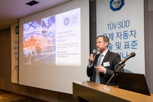 TÜV SÜD 모빌리티의 현재와 미래를 주제로 세미나를 진행 중인 TÜV SÜD Auto Service GmbH 자동차 사업부 대표 알렉산더 크라우스