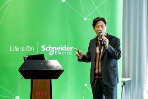 슈나이더일렉트릭 이호걸 팀장이 스마트 통합 전력 솔루션을 국내 시장에서 강화할 전략을 발표했다