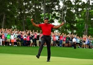 오거스타 내셔널 골프 클럽에서 우승을 자축하는 롤렉스 홍보대사 타이거 우즈