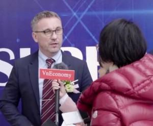 SEOS 운영회장 테드 에드워드가 일본의 블록체인 미디어 Businessblockchain과의 인터뷰에서 발전 계획을 밝히고 있다