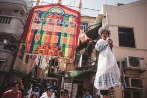 마을 사람들은 이 빵축제를 개최하며 매년 일주일 동안 생기 넘치는 피우식 퍼레이드, 종이 인형, 중국식 가극 공연, 사자춤, 맛있는 음식을 즐겨왔다