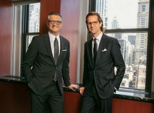 PVH가 회장 겸 CEO 매니 치리코와 5년간의 새로운 고용계약과 함께 신설된 사장직에 스테판 라슨을 채용하는 것을 포함한 경영진 업데이트를 발표했다