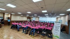 춘천남부노인복지관 고령사회를 이롭게 하는시니어 연대, 선배시민단 고사리 발대식이 진행되고 있다
