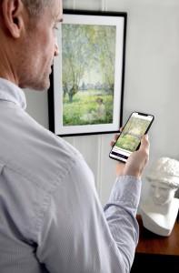 전 세계 3만여 점의 명화를 집안에서 감상하는 디지털 캔버스 넷기어 뮤럴