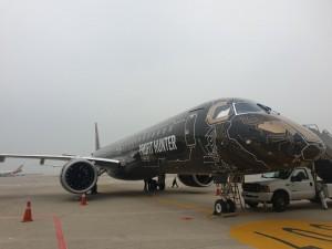 김포공항 데모쇼에서 전시 중인 엠브라에르 E2 항공기