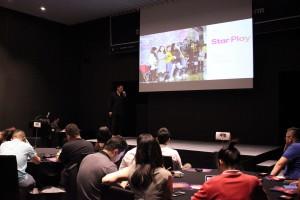 스타플레이 INC.의 Hogi Yoon 의장이 팬덤 문화의 파급력을 설명하고 있다