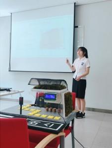 2018 본선대회 당시 직접 만들어온 시제품과 발표자료를 바탕으로 아이디어 제안을 하고 있는 참가자