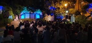 소극장오페라 등꽃나무 아래서 공연