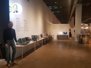 데스커가 애플과 가장 잘 어울리는 가구로 광주 디자인비엔날레 초청전시에 참가하고 있다