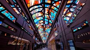 삼성전자가 세계에서 6번째로 큰 초대형 크루즈선 그란디오사호 내부 갤러리아 천장에 초대형 스마트 LED 사이니지를 설치했다
