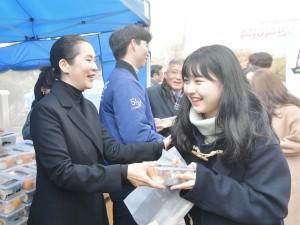 건국대학교가 시험기간 무료 도시락 제공 행사를 개최했다