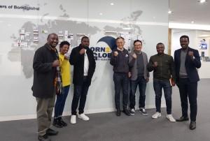 한국을 방문한 르완다 기업들과 함께 김종갑 본투글로벌센터장(사진 왼쪽에서 4번째)을 비롯한 관계자들이 기념촬영을 하고 있다