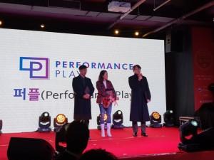 2019 대한민국 온라인광고대상에서 Tech & Solution 부문 우수상을 수상한 크로스미디어가 소감을 발표하고 있다