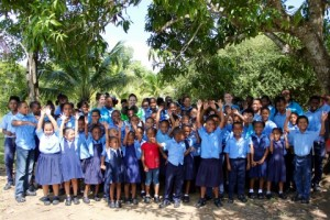 Crocs는 유니세프 친선대사 및 크록스 글로벌 브랜드 홍보대사 프리앙카 초프라 조나스와의 협력으로 최근 유니세프를 통해 벨리즈의 저학년 아동을 위해 2만5000켤레의 클래식 크록스를 기증했다. 이는 파트너십을 통해 이 지역에 처음으로 기부된 두 가지 기부 중 그 첫번째다. 내년에는 총 5만켤레가 기부될 것이다